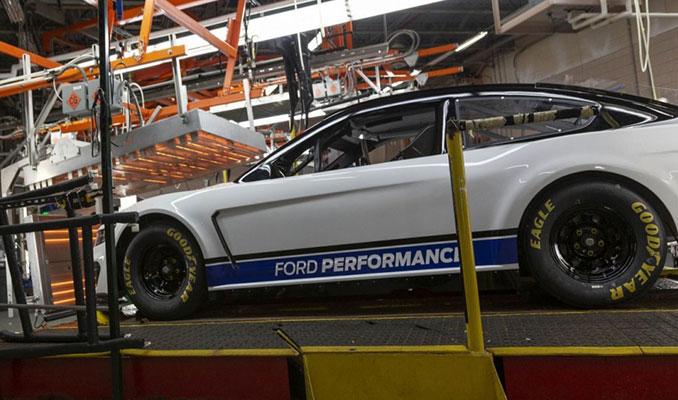 2019 Ford Mustang Monster Energy NASCAR tanıtıldı