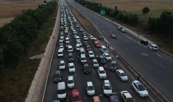 Anadolu Otoyolu'nda 30 kilometrelik araç kuyruğu