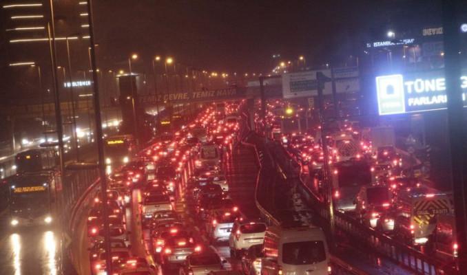 İstanbul'da trafik yoğunluğu %72'ye ulaştı