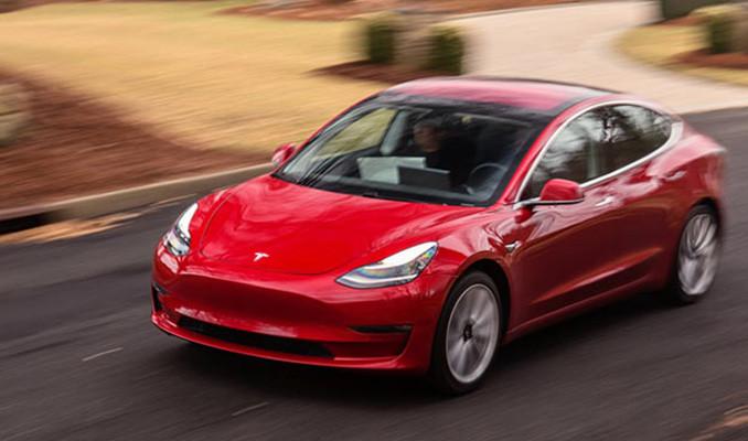 Tesla'yı hackleyene otomobil hediye