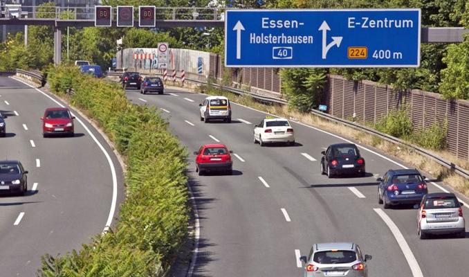 Almanya otoyollara hız limiti getirmeyi tartışıyor