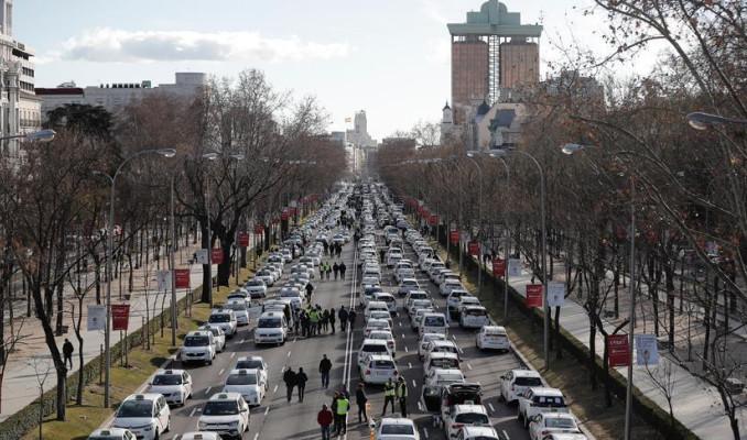 Madrid'te Uber krizi! Taksicilerden işgal eylemi