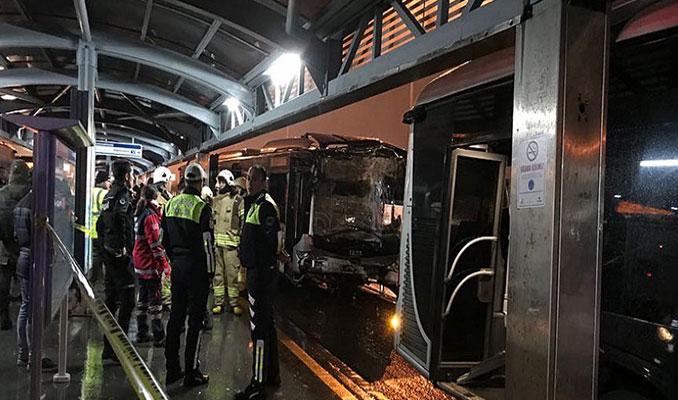 Haramidere'de metrobüs kazası: 8 yaralı