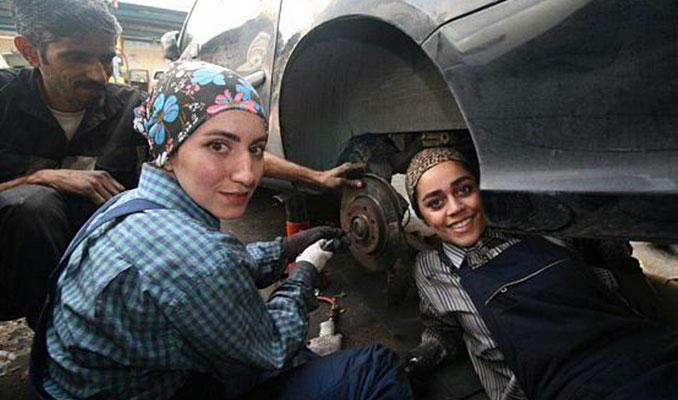 İran'da tabular yıkılıyor: Kadın araba tamircileri