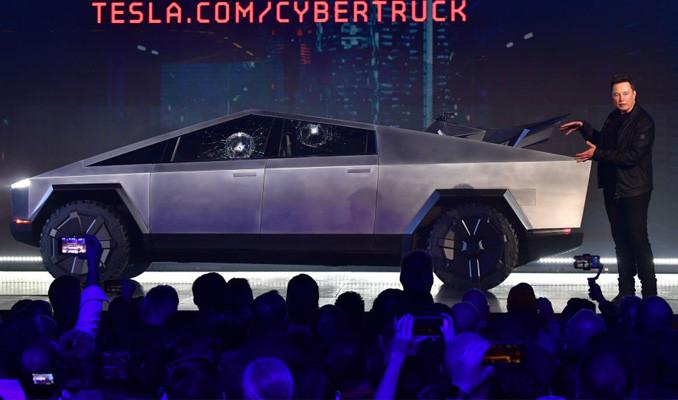 Tesla'nın kamyonetinin kırılmaz camları kırıldı