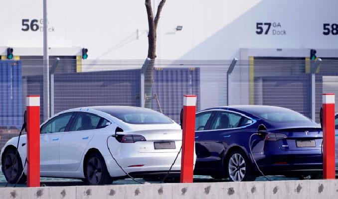 Tesla Çin bankalarından 1.4 milyar dolar kredi alacak