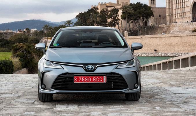 Toyota hibrit Corolla'nın fiyatını açıkladı