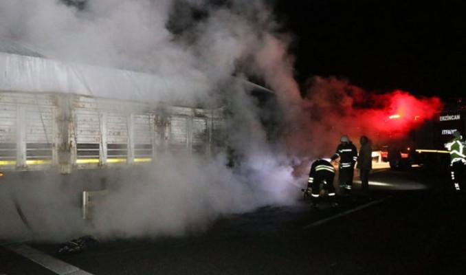 Kömür tozu yüklü TIR'da yangın