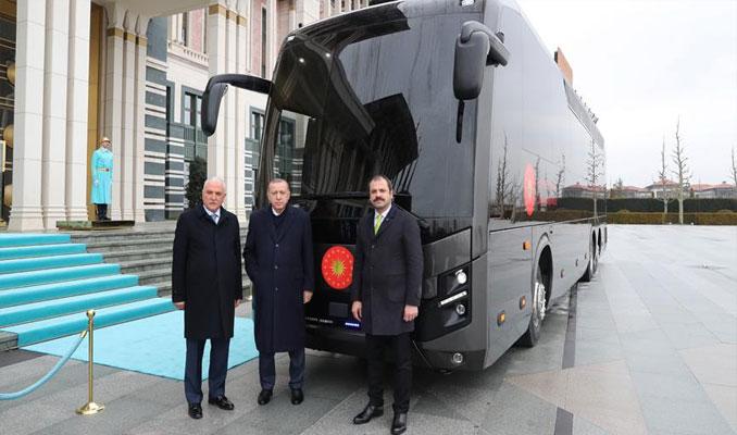 Cumhurbaşkanı yerli VİP otobüsü inceledi