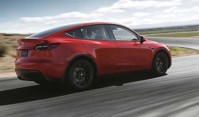 Tesla yeni elektrikli otomobilini tanıttı