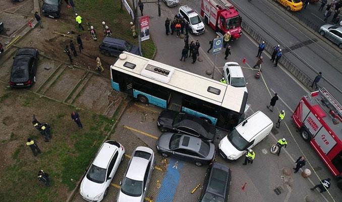 Beyazıt'ta halk otobüsü yayalara çarptı! İlk fotoğraflar...