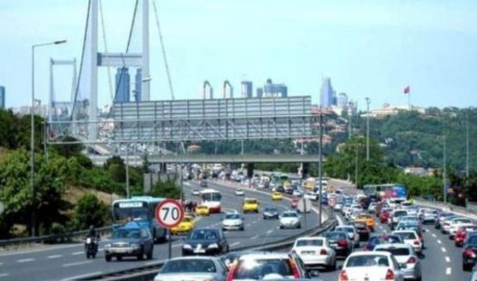 15 Temmuz Şehitler Köprüsü'nde polis aracı yandı! Trafik kilit
