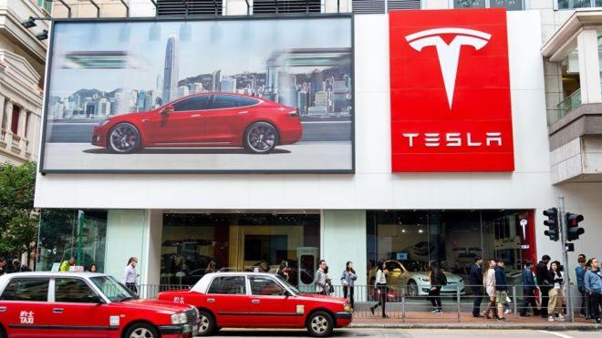 Elon Musk açıkladı! Tesla'dan bir milyon robot taksi