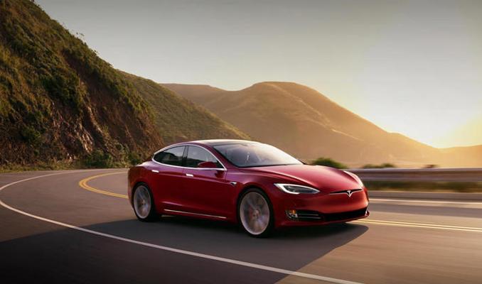 Tesla, 100 yıllık üreticilere meydan okuyor
