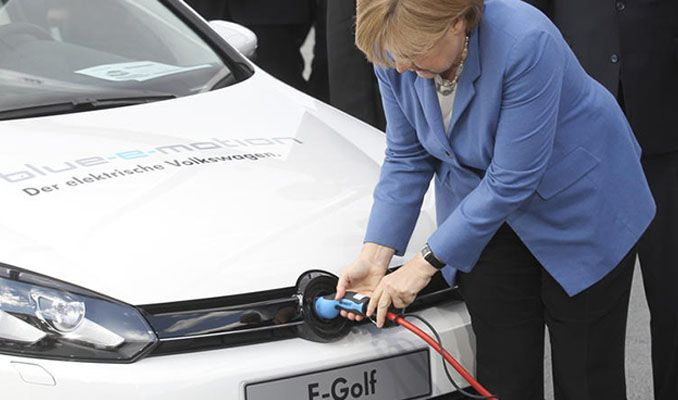 Merkel 1milyon elektrikli otomobili 2022'de trafikte görmeyi bekliyor