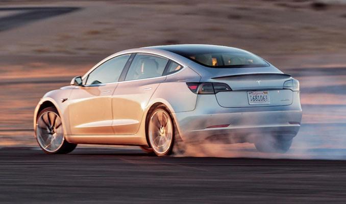 Tesla Model 3 ilk büyük güvenlik ödülünü aldı