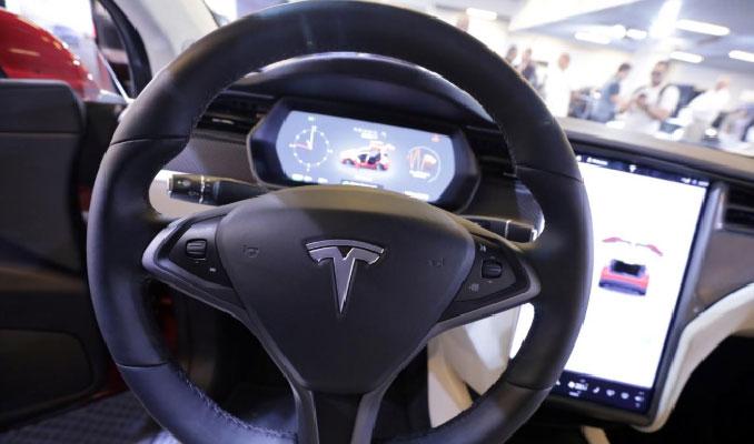 Tesla araçlarına internet kotası koydu!