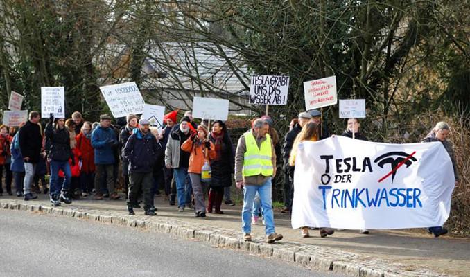 Berlin'i karıştıran Tesla protestosu