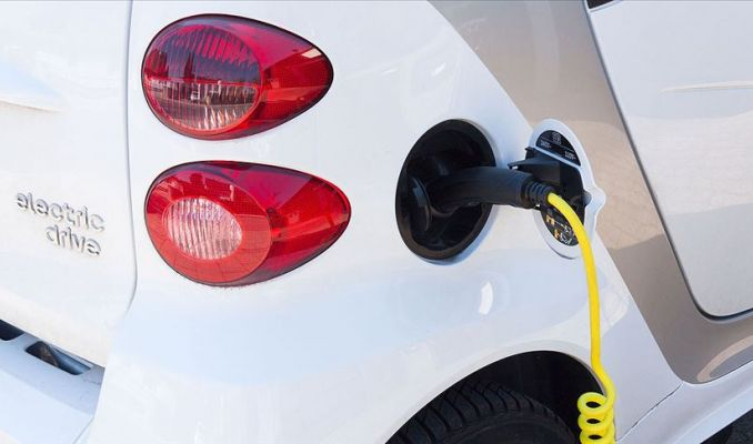 Almanya'da elektrikli otomobillere 900 euro evde şarj istasyonu desteği