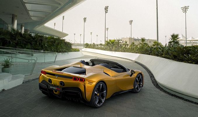 Ferrari üstü açılır hibrit elektrikli aracını tanıttı
