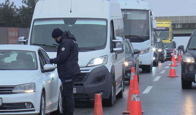 İstanbul'da yapılan denetimlerde metrelerce kuyruk oluştu