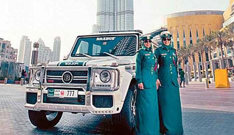 Dubai'de şov yapıyor