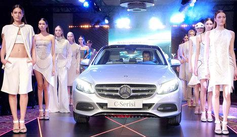 Mercedes'in yeni araçları Ankara'da tanıtıldı