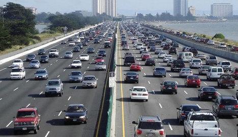 AB'de yeni araç kayıtları 14.ayda artış gösterdi