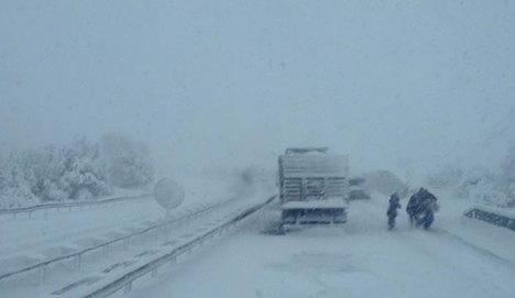 İzmir-İstanbul karayolu ulaşıma kapandı