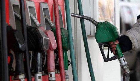 Benzin fiyatlarına indirim yapıldı