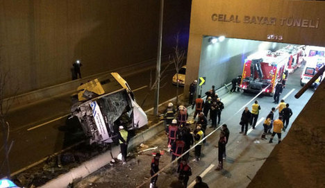 Halk otobüsü köprüden uçtu!