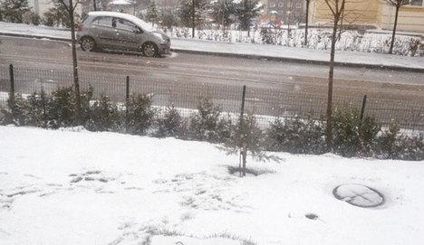 Ankara'da kar yağışı trafiği olumsuz etkiledi