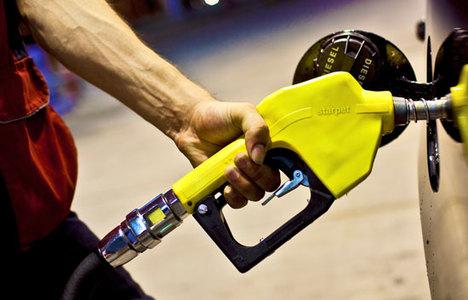 Benzin ve gaz yağına zam yapıldı