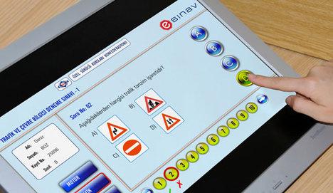 Ehliyet için e-sınav uygulaması yaygınlaşıyor