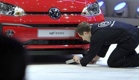Volkswagen'e Cenevre'de protesto şoku!