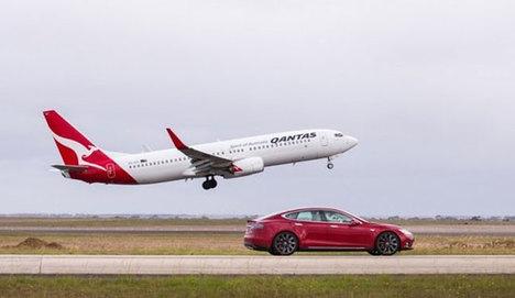 Tesla, Uçakla yarıştı