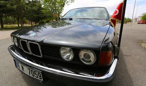 Özal'ın ünlü BMW'si satışa çıkarıldı