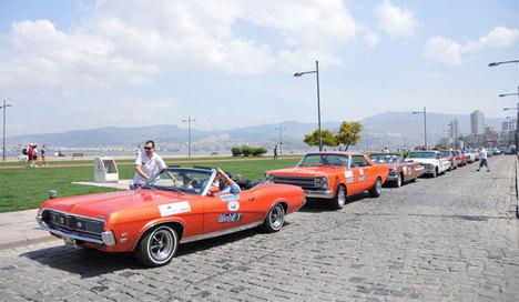 İzmir'de Klasik Otomobil Şöleni