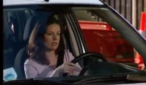 Kadın sürücü böyle park etti