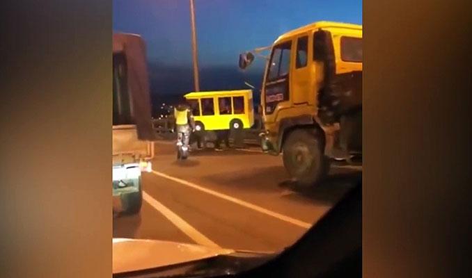 Yayalar giremez yasağını otobüs kılığına girerek deldiler