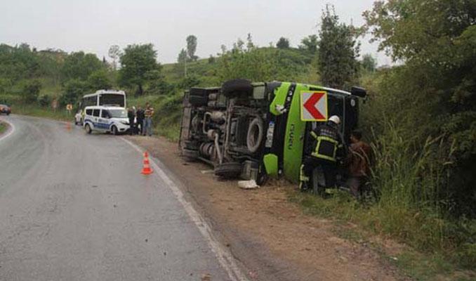 Kocaeli'de halk otobüsü devrildi