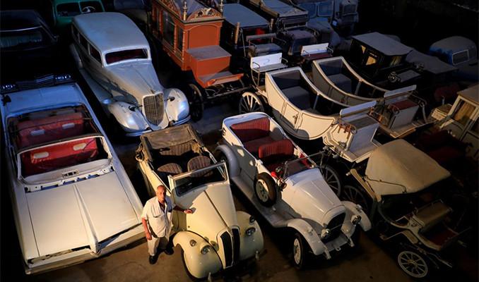 Mısırlı koleksiyoncu garajını yüzlerce klasik otomobille doldurdu