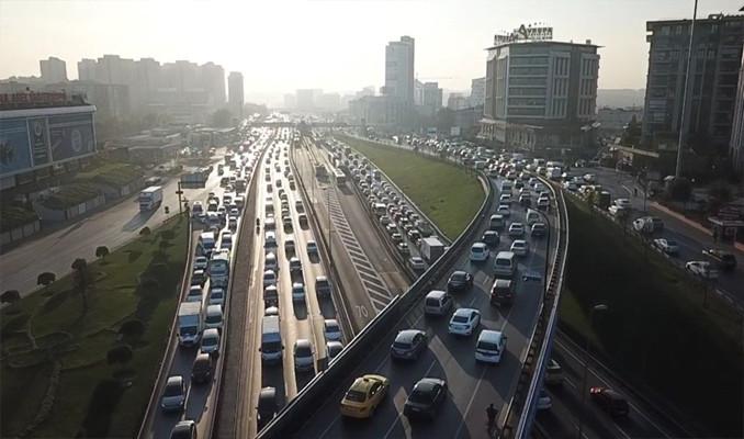 İstanbul'da kısıtlama öncesi trafik yoğunluğu arttı