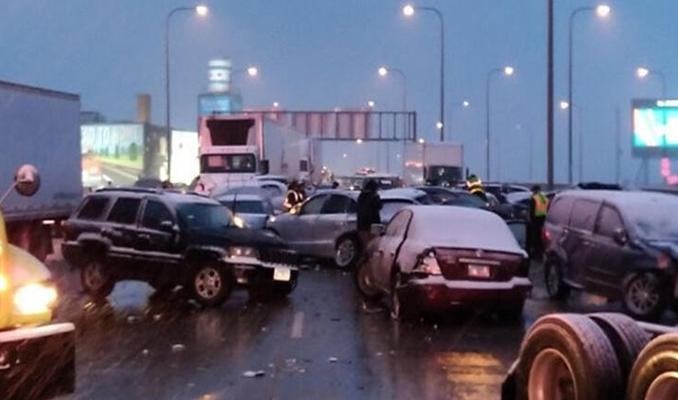 Zincirleme kaza: 60 araç birbirine girdi!