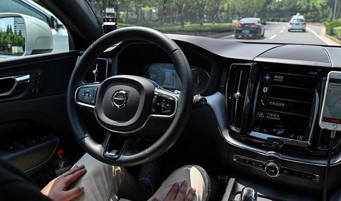 Çin'de sürücüsüz 'robotaksi' denemeleri başladı