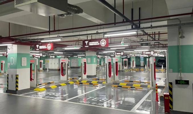 Tesla,en büyük şarj İstasyonunu Şangay'da açtı