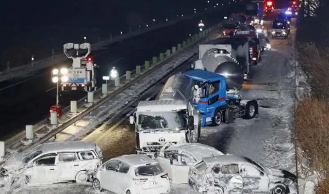 Japonya'da zincirleme kaza: 134 araç birbirine girdi