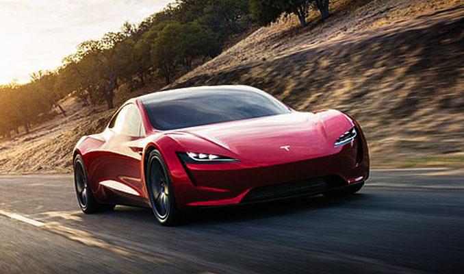 Musk, Tesla Roadster'i anlattı: Yerden havalanacak! Roket motorları olacak