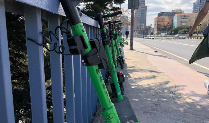 İstanbul'da ''kuralsız'' skuter kullananlar kazaya davetiye çıkarıyor