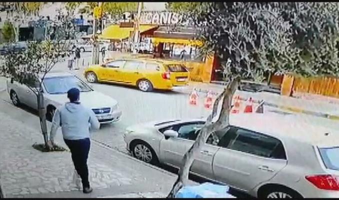 Kaçırdığı taksi ile yayaya çarpan kadın, kovalamaca sonucu yakalandı